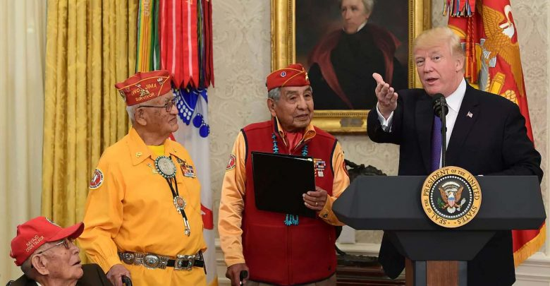 Photo of Nuova gaffe di Trump, si riferisce alla senatrice Warren chiamandola Pocahontas