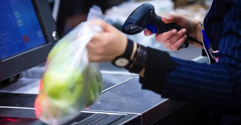 Photo of Sacchetti biodegradabili a pagamento, ed è subito rivolta social