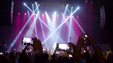 Photo of Invasione di smartphone ai concerti, gli artisti si ribellano