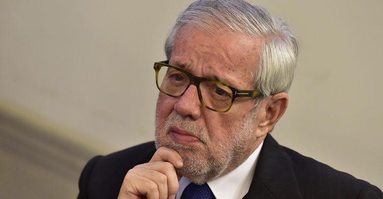Photo of Caso impeachment Mattarella. Flick: «Il presidente non è un notaio»