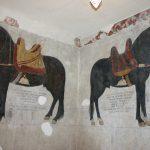 Molise - Cavalli dipinti in stiacciato presenti nel Castello Pandone di Venafro (IS) Foto 1