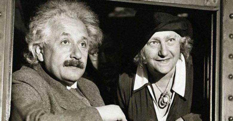 Albert Einstein con la moglie Elsa