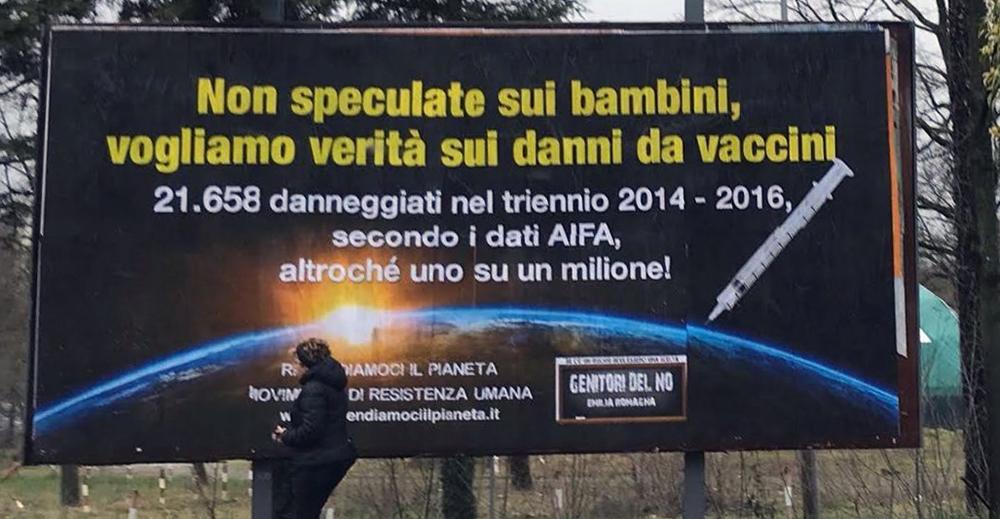 Cartellone No vax a Modena