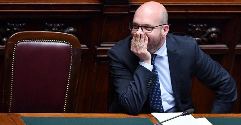 Photo of Cosa prevede la legge Mancino e perché il ministro Fontana vuole abolirla