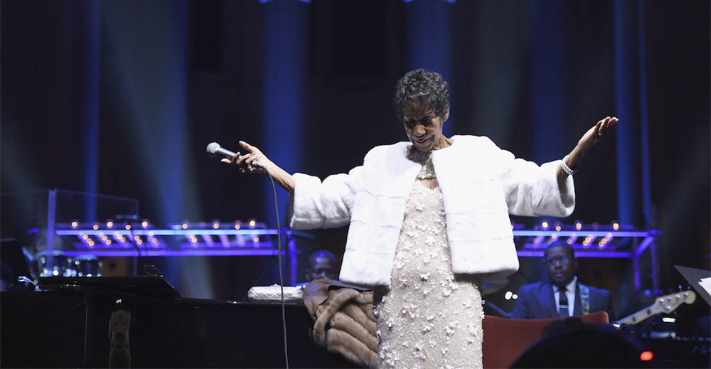 Aretha Franklin durante un concerto per la Elton John AIDS Foundation alla Cattedrale di St. John the Divine di New York nel novembre 2017 (Dimitrios Kambouris/Getty Images)