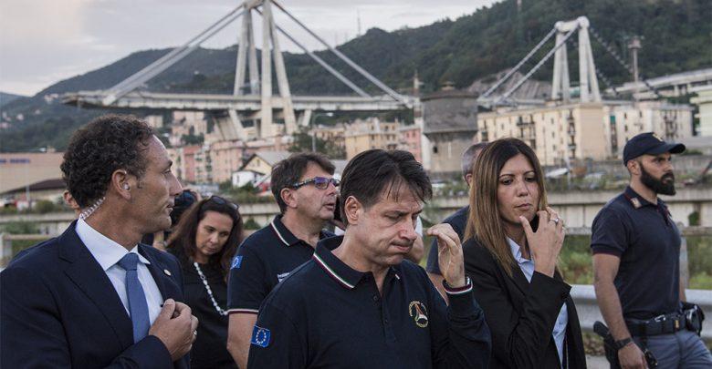 Genova, crolla parte di un ponte sull'A10: Giuseppe Conte sul luogo del disatro
