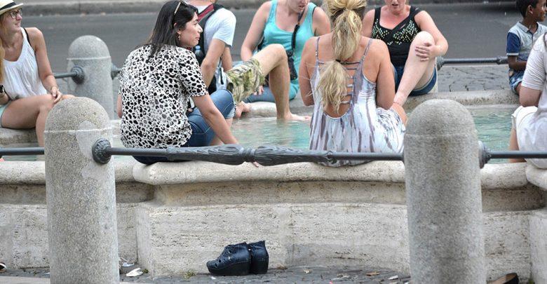 Photo of L'estate cafona: dal bagno in Laguna alla firma sul Colosseo