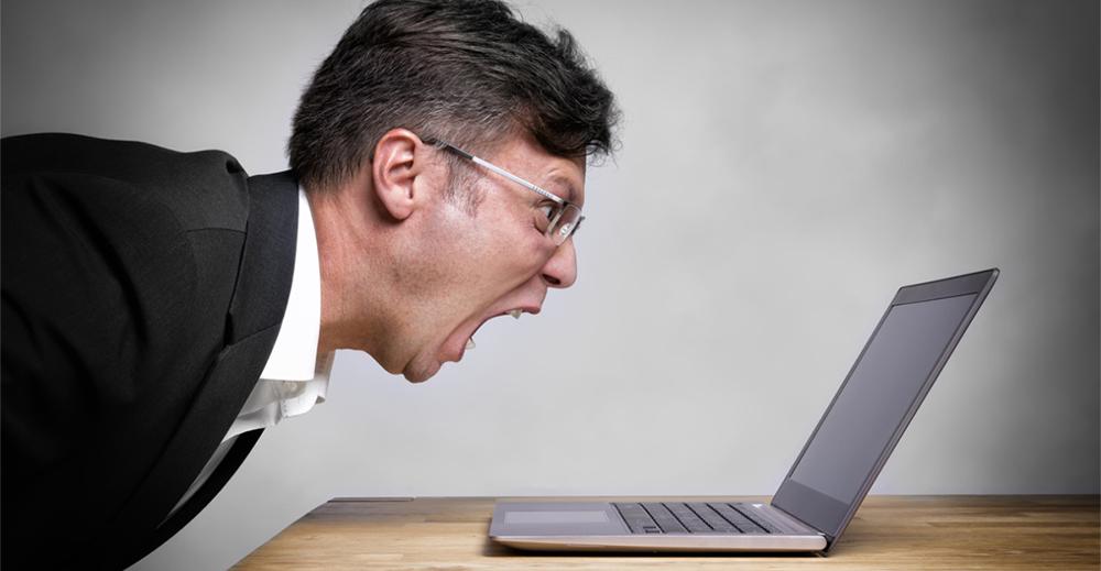 Chi insulta il capo in chat non può essere licenziato