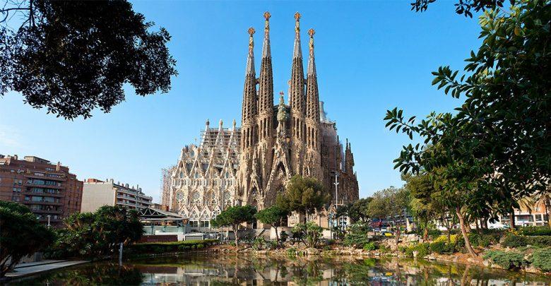 Photo of La Sagrada Familia dopo 136 anni non sarà più abusiva