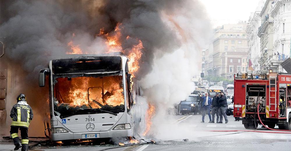 Atac autobus a fuoco