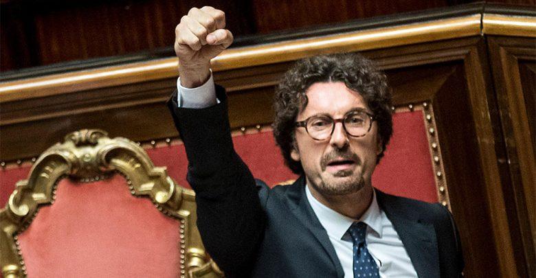 Decreto Genova ministro Toninelli esulta al Senato
