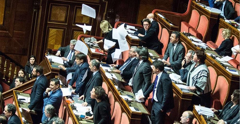 Bagarre in Senato per manovra economica