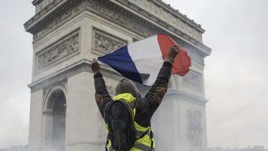 Photo of I gilet gialli hanno vinto: la Francia sospende i rincari sui carburanti