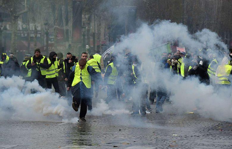 Gilet gialli, continuano gli scontri