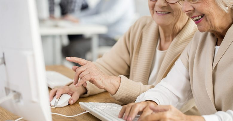 Photo of Facebook, gli over 65 condividono più fake news