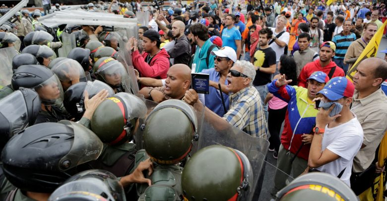 Photo of Venezuela, Maduro respinge gli aiuti umanitari