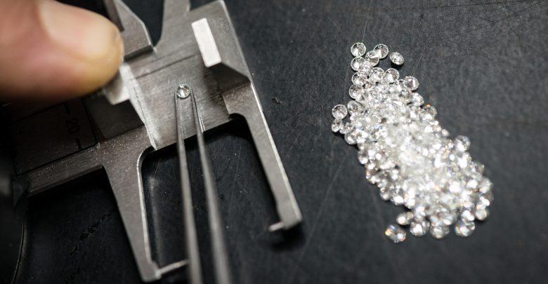 Photo of Come funzionava la truffa dei diamanti in cui è caduto anche Vasco