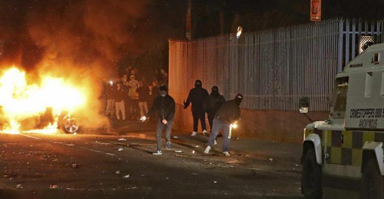 Photo of Irlanda del Nord, la Brexit fa tornare l'incubo terrorismo