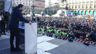 Il giorno della della doppia piazza di Milano: sovranisti contro antifascisti