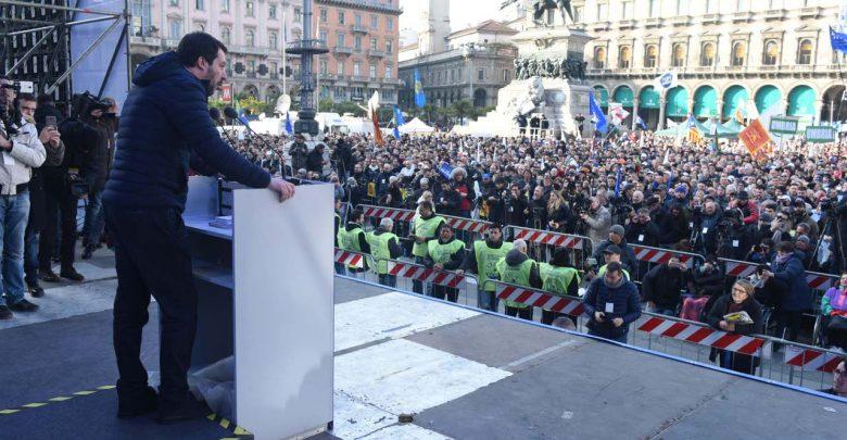 Photo of Il giorno della doppia piazza di Milano: Salvini e i sovranisti contro gli antifascisti