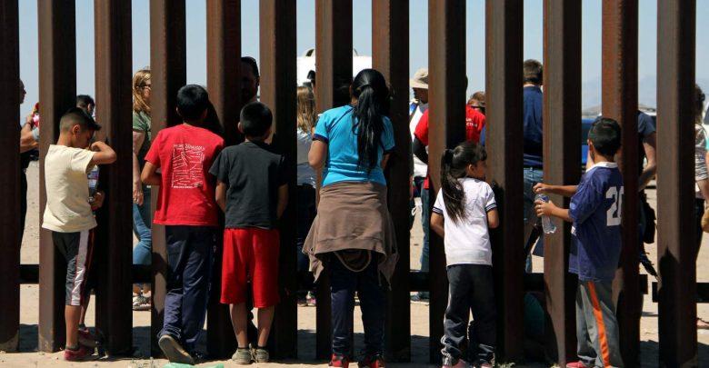 Photo of Pali d'acciaio neri e appuntiti: l'ultima idea di Trump sul muro con il Messico