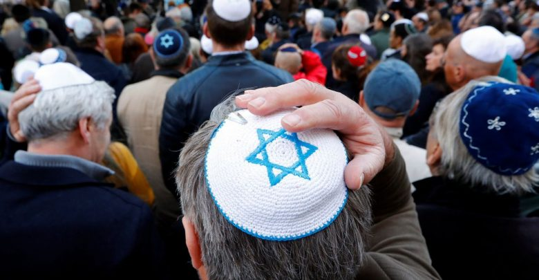 Photo of Torna l'antisemitismo in Germania: «Ebrei non indossate la kippah»