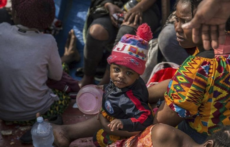 Sea Watch, 216 migranti sbarcati a Lampedusa mentre la nave Ong era ferma in mare