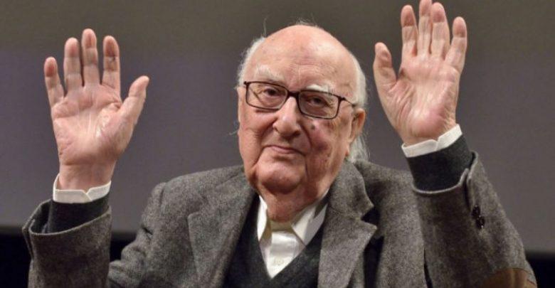 """Photo of È morto Andrea Camilleri, il maestro nato per """"cuntare"""" storie"""