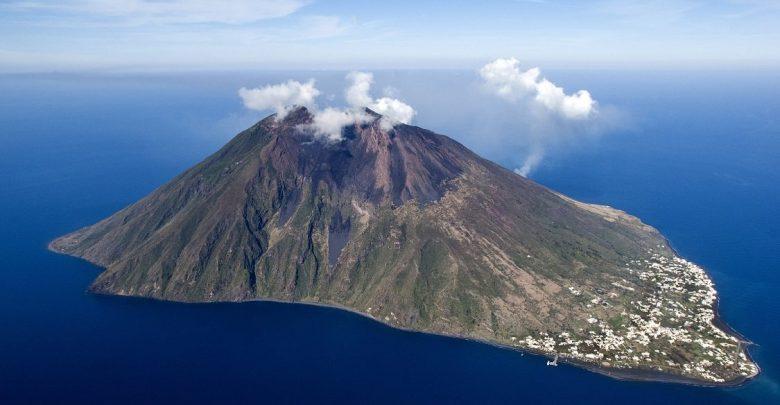 Photo of Lo Stromboli fa ancora paura, Ingv: «Allerta gialla, vulcano in disequilibrio»