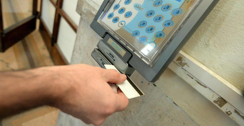 Pubblica amministrazione, impronte digitali contro i furbetti del cartellino
