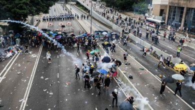Photo of Hong Kong, tra scontri e prove di dialogo
