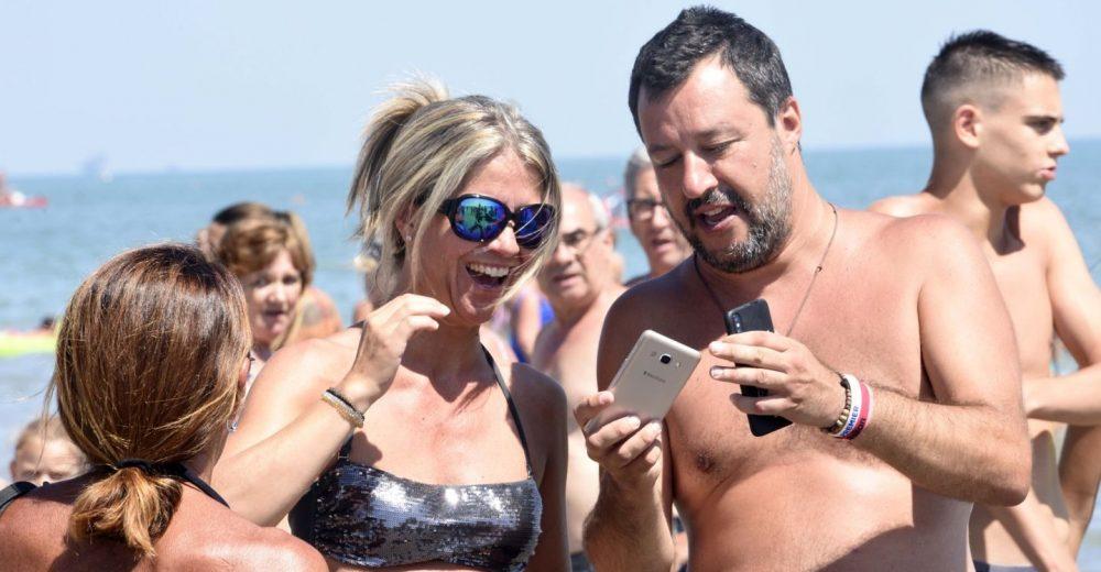 La crisi di governo sui social: Salvini perde 5mila follower, Conte ne guadagna 10mila