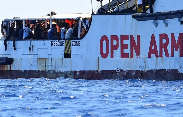 Open Arms dice no all'offerta della Spagna: «Impossibile navigare altri 7 giorni»