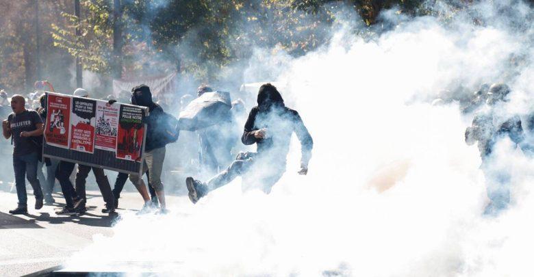 Photo of La Francia ripiomba nel caos: tornano i gilet gialli, ma anche i black block
