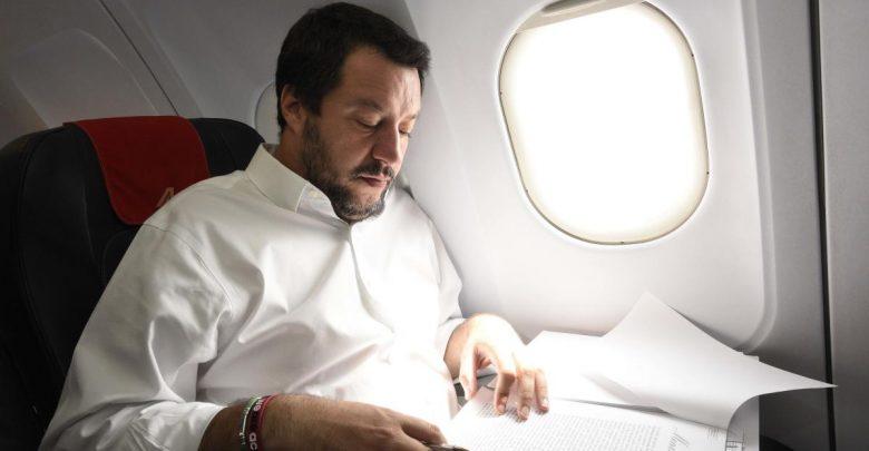 Voli di Stato, il procedimento su Salvini passa alla Procura di Roma