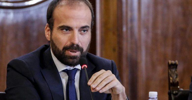 Carta d'identità per registrarsi sui social, la proposta del renziano Marattin