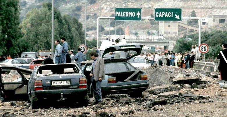 Photo of Strage di Capaci, «Fu un ex poliziotto a mettere l'esplosivo»