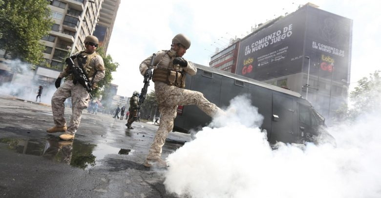 Guerriglia e coprifuoco: il Cile è tornato ai tempi di Pinochet