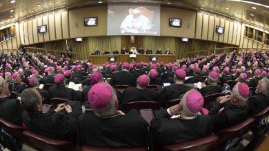 Il sinodo dei vescovi apre ai preti sposati
