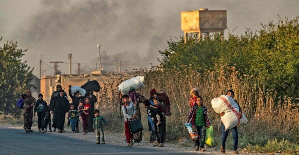 Siria, il ricatto di Erdogan all'Ue: «Non ci ostacolate o vi invieremo milioni di profughi»