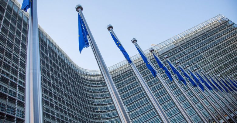 Commissione Ue slitta ancora l'insediamento: avviata procedura d'infrazione contro il Regno Unito