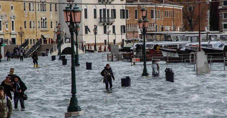 Da nord a sud l'Italia flagellata dal maltempo: a Venezia nuovo picco di 150 cm