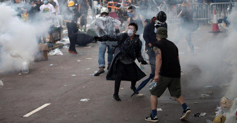 Hong Kong nel caos: trasporti, scuole e Parlamento paralizzati