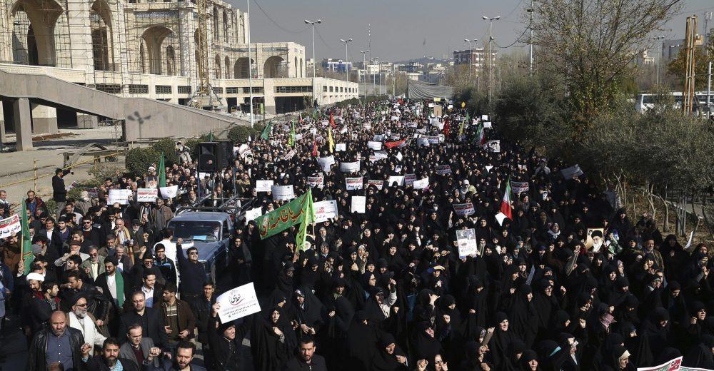 Iran, rivolta finita nel sangue: «Almeno 160 le vittime»