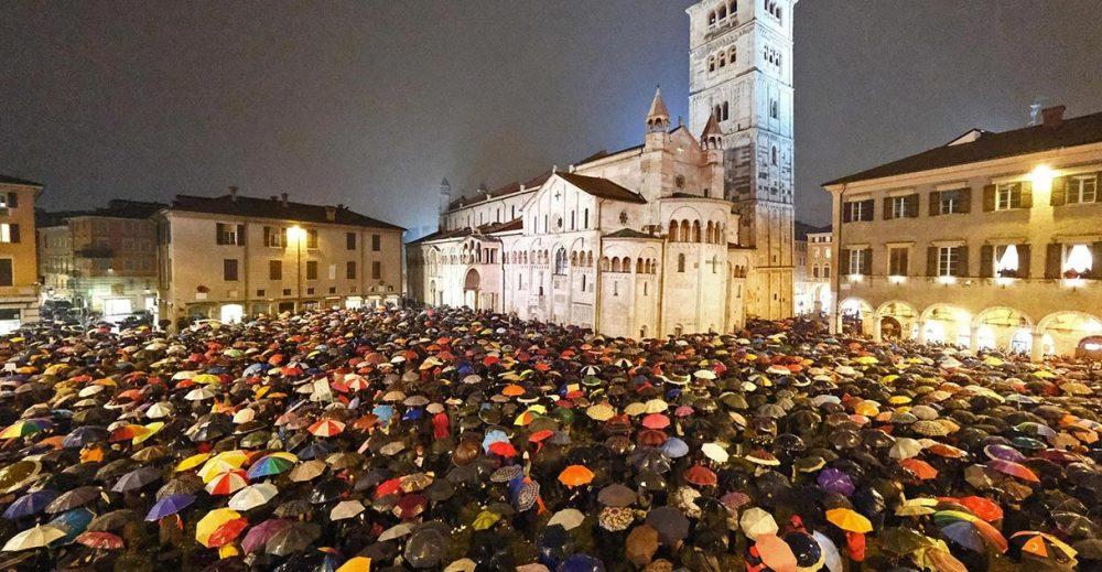 Sardine a Modena, il bis del raduno anti-Salvini