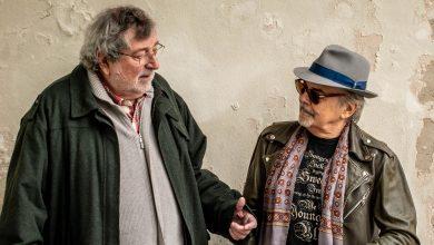 Tutti insieme sulla barca con Francesco Guccini: «Vergognoso il caso Segre»