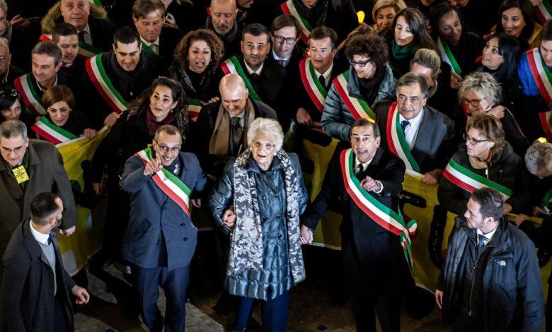 Photo of «Candidare Segre a Nobel per la pace»: la proposta del sindaco di Pesaro ottiene molti sì