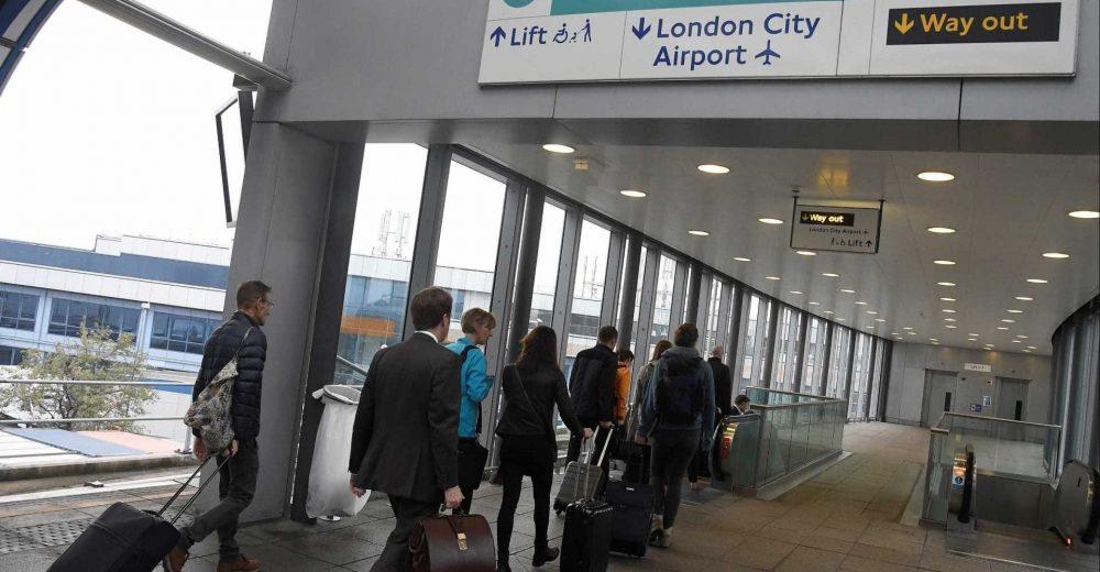 Londra, stretta sui turisti: passaporto e visto elettronico in caso di Brexit