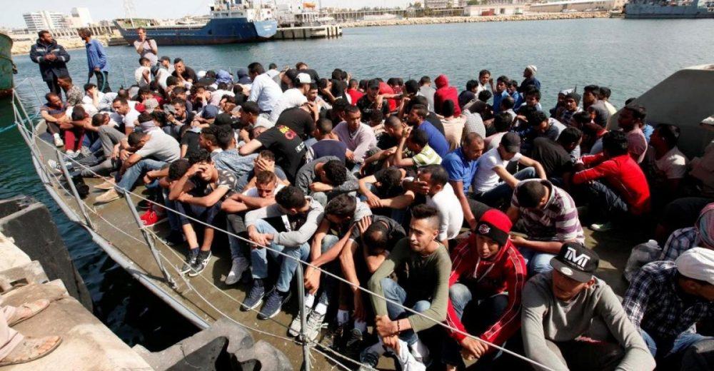 Migranti, sbarchi dimezzati in un anno