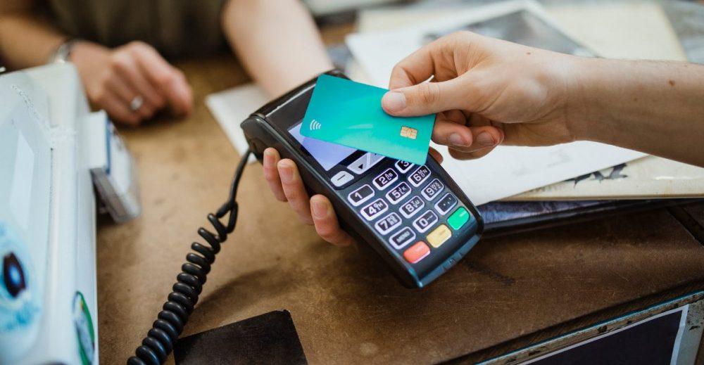 Pos, addio alle sanzioni per chi non accetta pagamenti con carta o bancomat